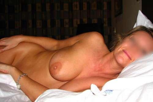 Femme seule sur paris cherche câlins du matin